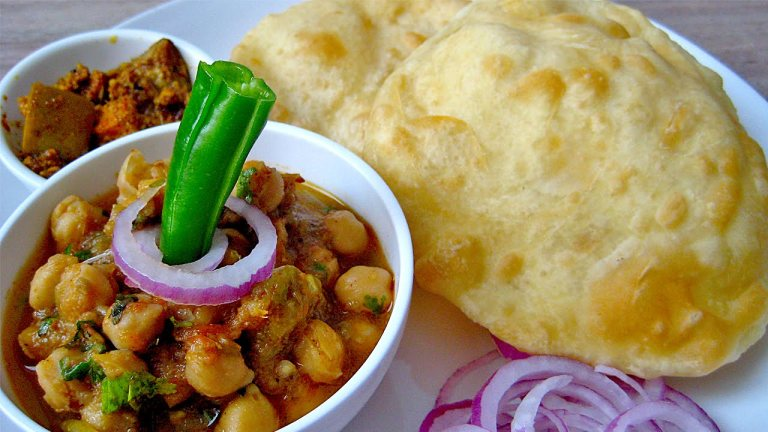 chole bhature 6